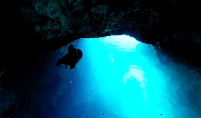 Surrealistisk skønhed, Biševos Blå Grotte