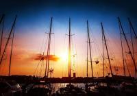 Sejlads i solnedgangen – tips for nat-sejlads