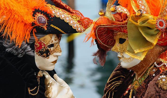 Oplev det smukke og skøre karneval i Venedig fra din yacht!